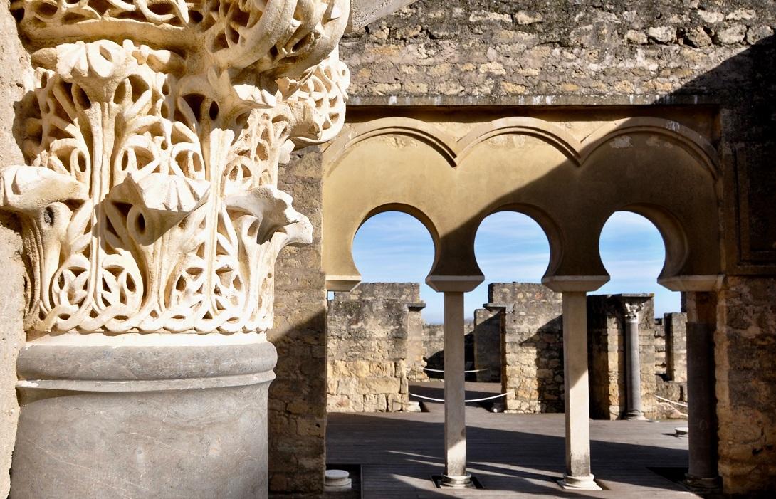 Arcos y columnas en Medina Azahara /Córdoba 24